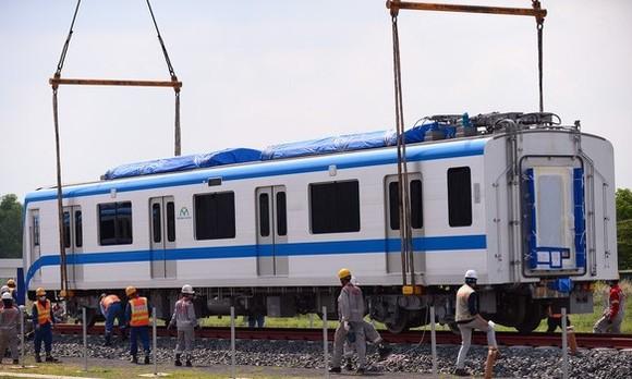Đoàn tàu thứ 3 tuyến Metro số 1 (Bến Thành-Suối Tiên) đã lên ray ảnh 1