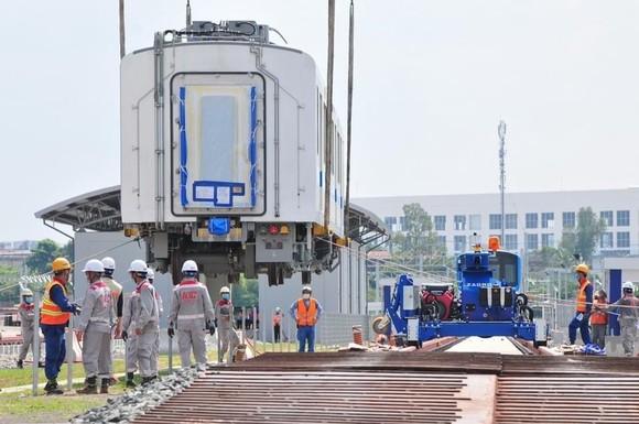 Đoàn tàu thứ 3 tuyến Metro số 1 (Bến Thành-Suối Tiên) đã lên ray ảnh 4