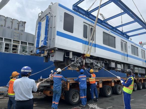 Hai đoàn tàu số 6, 7 của tuyến metro số 1 đã cập cảng Khánh Hội ảnh 2