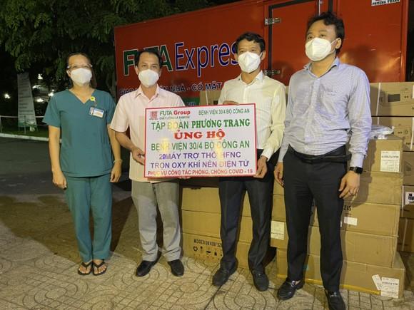 Tập đoàn Phương Trang  hỗ trợ 2.117 thiết bị y tế chống dịch Covid-19 ảnh 1
