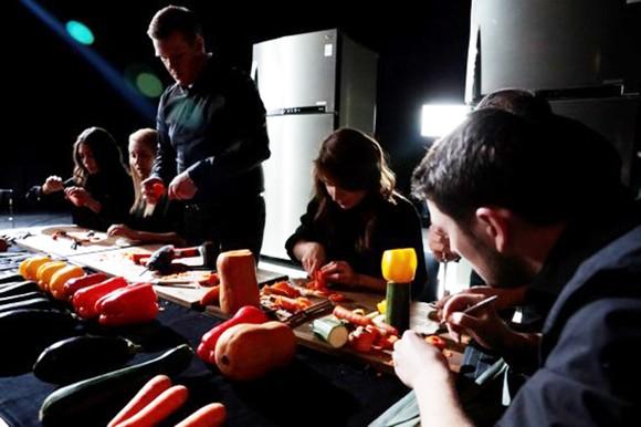 LG hợp tác với các nghệ sỹ của Dàn nhạc giao hưởng Luân Đôn tạo nhạc cụ từ rau quả