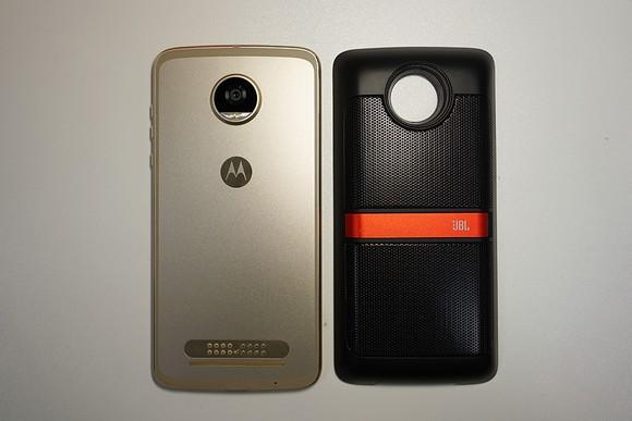 Thú vị với MotoZ2 Play cùng phụ kiện âm thanh Moto Mods ảnh 5