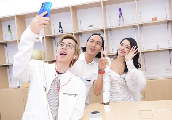 Trải nghiệm tại của hàng của Huawei