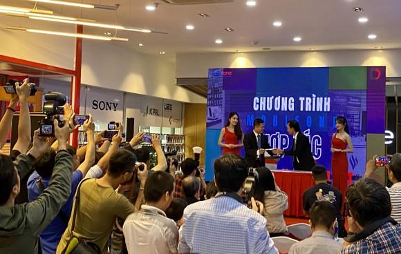 Di Động Việt và MobiFone hợp tác bán lẻ điện thoại trong 11 cửa hàng liên kết  ảnh 1