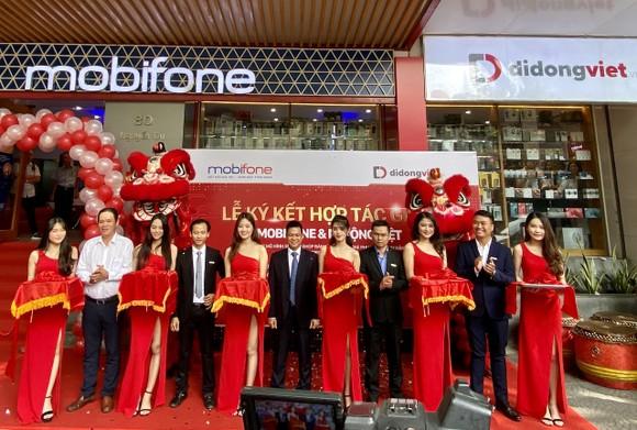 Di Động Việt và MobiFone hợp tác bán lẻ điện thoại