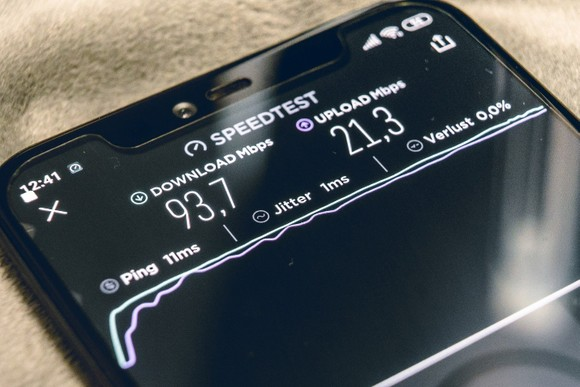 Cách nào giữ an toàn khi dùng 5G? ảnh 1