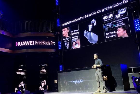 Huawei FreeBuds Pro, tai nghe không dây đầu tiên sở hữu công nghệ sạc nhanh kép ảnh 3