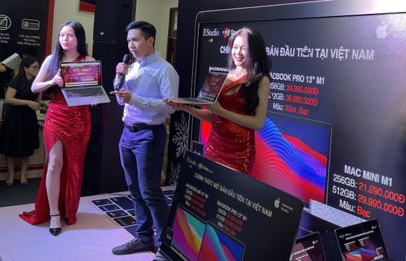 FPT Shop bất ngờ giao MacBook M1 chính hãng cho khách hàng ảnh 1