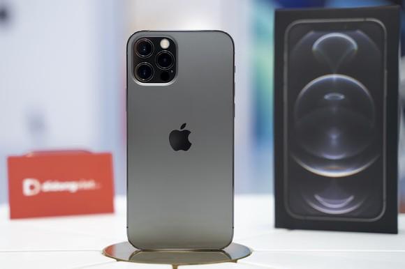 iPhone 12 vẫn là mặt hàng được săn đón nhiều trong dịp sát Tết