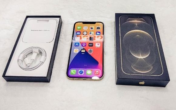 iPhone màu vàng thể hiện sự quý phái