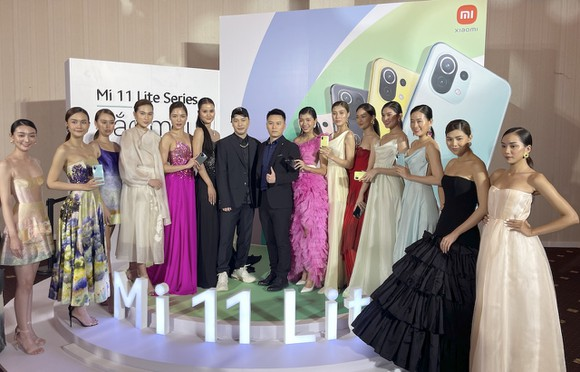 Xiaomi Việt Nam kết hợp với nhà thiết kế thời trang Trần Hùng ra mắt hai sản phẩm mới trong dòng Mi 11 – Mi 11 Lite và Mi 11 Lite 5G