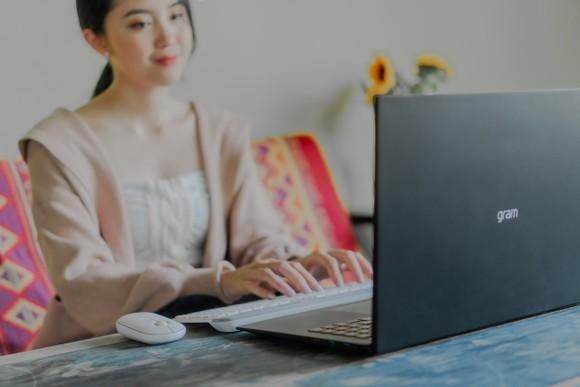 Laptop LG gram 2021 và chuột Logitech Pebble: Hơn cả bộ đôi phong cách! ảnh 3