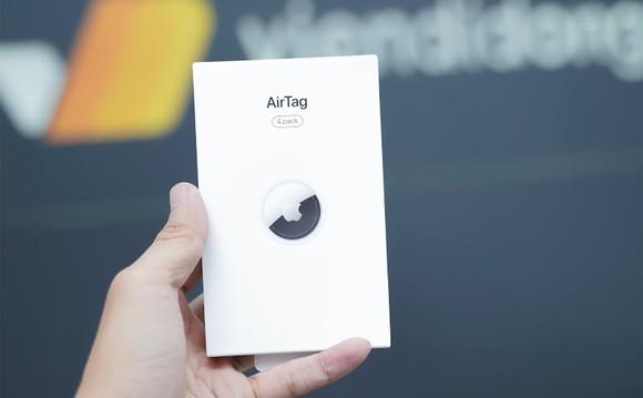 Người dùng Việt Nam đã cầm Apple AirTag trên tay
