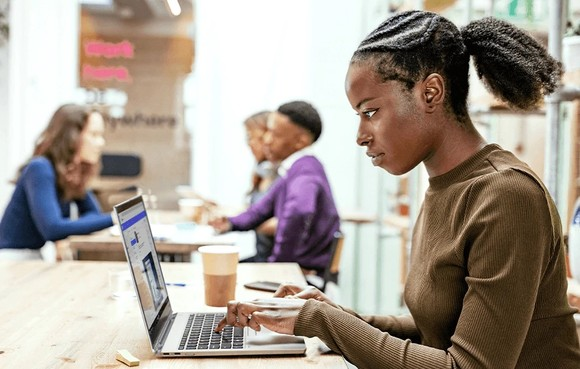 ThinkPad X1 Titanium Yoga laptop mỏng nhất của dòng ThinkPad ảnh 3