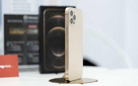 Lượng khách đặt hàng iPhone 12 Pro 128GB tăng mạnh khi model này đang giảm giá  ảnh 1