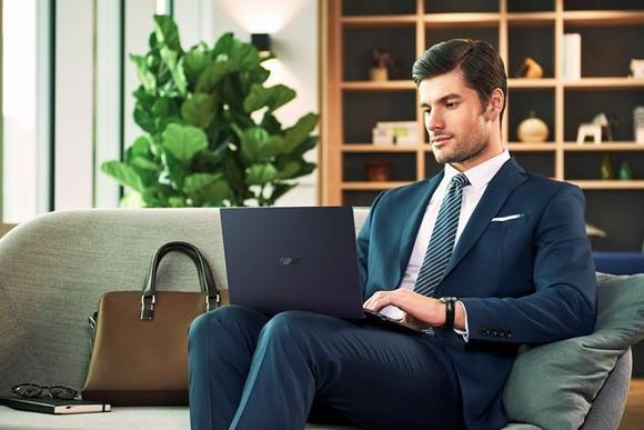 ASUS ExpertBook B9 laptop siêu mỏng dành cho doanh nhân