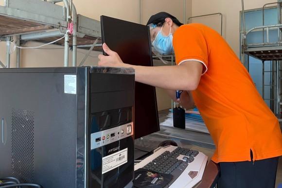 FPT cấp tốc triển khai hạ tầng và thiết bị CNTT tại bệnh viện dã chiến ở TP Thủ Đức ảnh 1