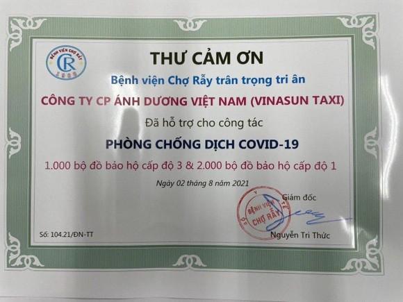 Vinasun Taxi hỗ trợ 250 xe taxi, 3.000 bộ đồ bảo hộ y tế nhằm phục vụ các bệnh viện và nhân viên tuyến đầu chống dịch ảnh 1