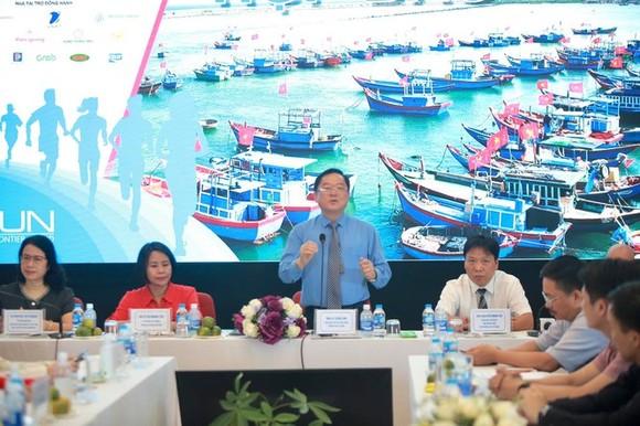 Ông Lê Xuân Sơn, Tổng biên tập Báo Tiền Phong phát biểu tại buổi họp báo. Ảnh: XUÂN VĨNH