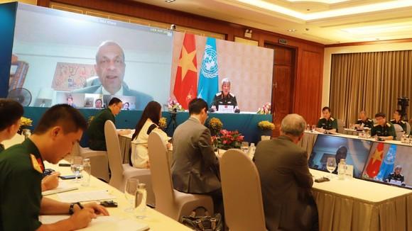 Thượng tướng Nguyễn Chí Vịnh, Thứ trưởng Bộ Quốc phòng cùng Phó Tổng thư ký Liên hiệp quốc Atul Khare đã hội đàm trực tuyến