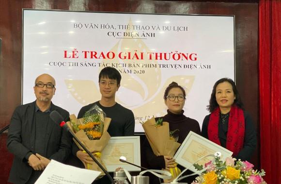 Các tác giả đoạt giải
