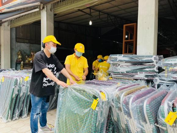 Tùng Dương kêu gọi ủng hộ tiền và nhiều vật phẩm cho TPHCM chống dịch