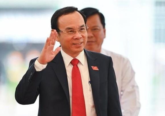 阮文年同志當選2020-2025年任期本市市委書記。