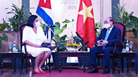 國家主席阮春福會見古巴與世界民族友好協會(ICAP)第一副主席諾埃米·拉巴扎·费爾南德斯。