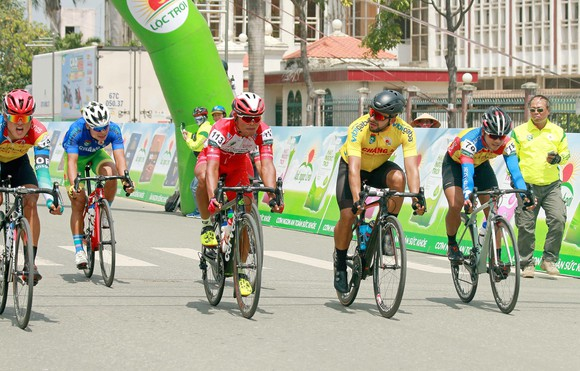 Giải xe đạp ĐBSCL: Áo vàng Jordan Parra hoàn thành cú hattrick ảnh 3