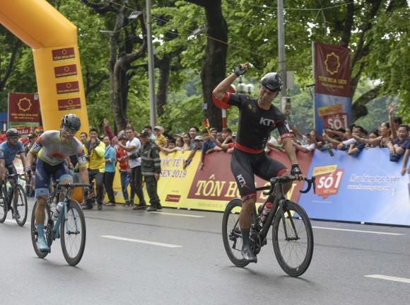 Giải xe đạp quốc tế VTV Cúp: Cuộc đọ sức nước rút của các tay đua gốc Hàn  ảnh 2