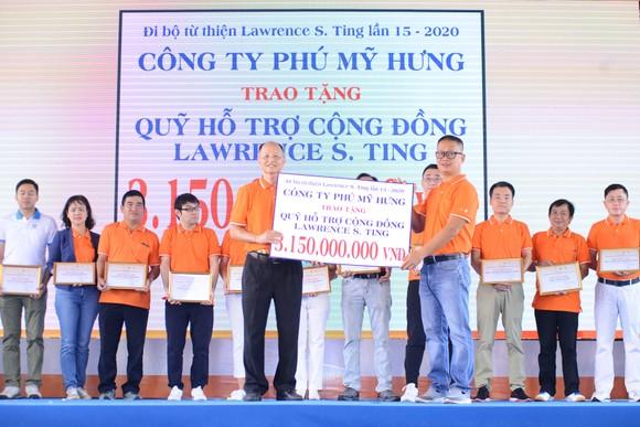 Hơn 15.000 người tham dự chương trình đi bộ từ thiện Lawrence S. Ting giúp đỡ người nghèo ảnh 2