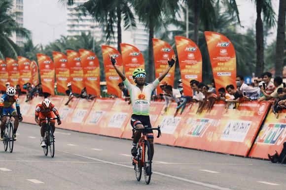 Tay đua Nguyễn Hoàng Giang về nhất chặng.