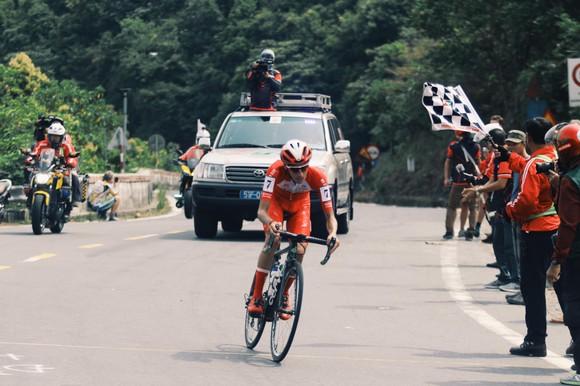 Nguyễn Hoàng Giang gian nan về nhất chặng đèo Cúp xe đạp Truyền hình TPHCM ảnh 2