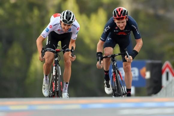 """Joao Almeida """"trắng tay"""", đánh mất Áo hồng sau chặng 18 giải xe đạp Giro d'Italia ảnh 2"""