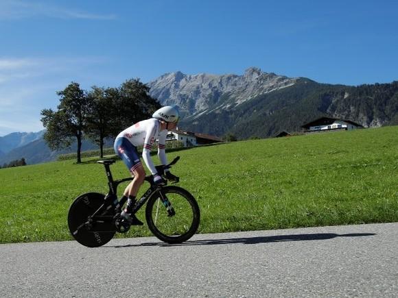 Lật đổ Hindley vào giờ chót, Geoghegan Hart mặc Áo hồng chung cuộc giải xe đạp Giro d'Italia ảnh 1