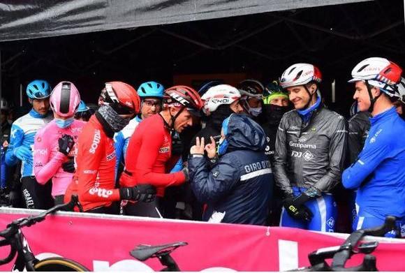 Hai đội  Jumbo-Vismavà EF Pro Cycling có thể bị cấm dự Giro d'Italia 2021 ảnh 1