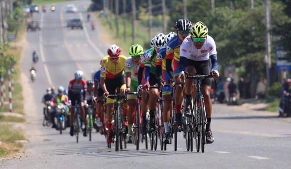 """Đồng Tháp, TPHCM """"canh nhau"""", An Giang thắng lớn ở chặng 2 giải xe đạp Nam Kỳ Khởi Nghĩa ảnh 2"""