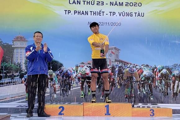 Tay đua Nguyễn Huỳnh Đăng Khoa với chiếc Áo vàng.