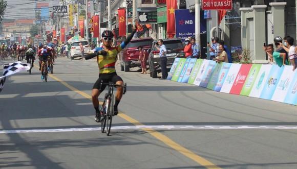 Tập đoàn Lộc Trời đoạt 3 danh hiệu quan trọng ở cuộc đua xe đạp Nam Kỳ Khởi Nghĩa ảnh 1