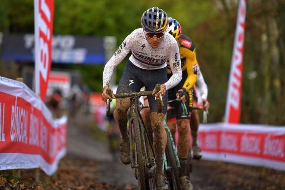 Chiến thắng kịch tính của Mathieu van der Poel ở World Cup xe đạp việt dã ảnh 2