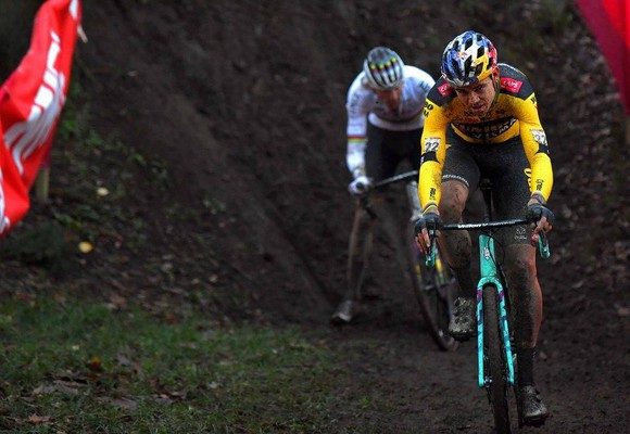 Chiến thắng kịch tính của Mathieu van der Poel ở World Cup xe đạp việt dã ảnh 1