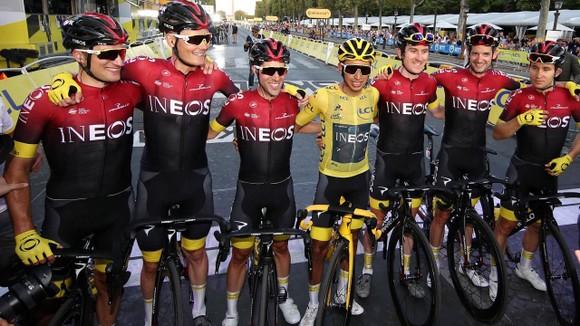 Đội INEOS Grenadiers với nhiều tay đua nổi tiếng.