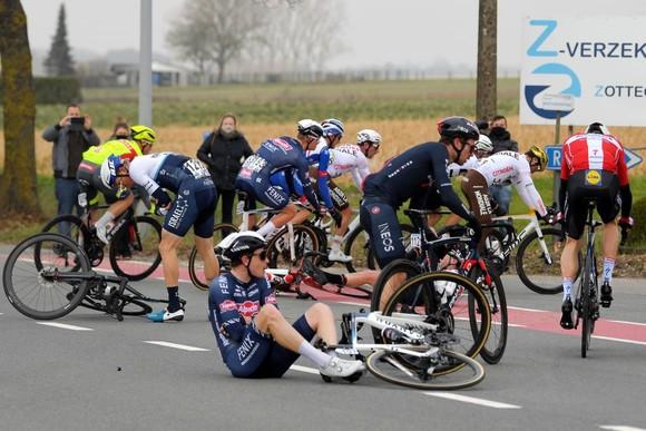 Davide Ballerini thắng giải xe đạp Omloop Het Nieuwsblad để biến ước mơ thành sự thật ảnh 2