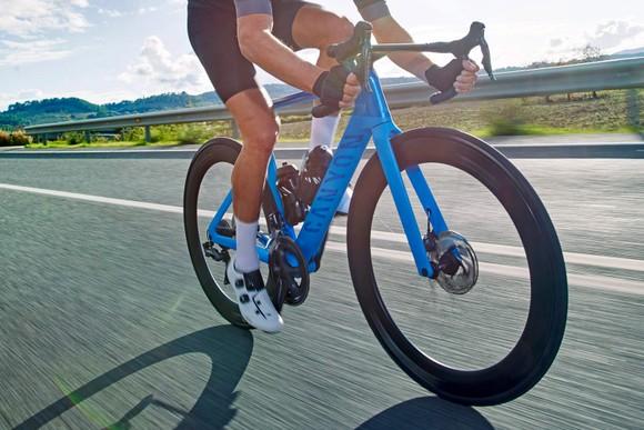 Thương hiệu xe đạp Canyon điêu đứng sau sự cố của Mathieu van der Poel ảnh 2