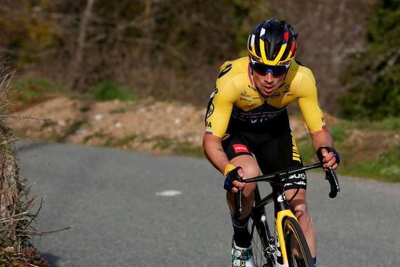 Chinh phục 7 ngọn đèo, Primoz Roglic xé áo vàng giải xe đạp Paris – Nice của Stefan Bissegger  ảnh 2