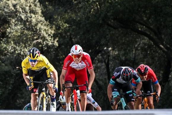 Primoz Roglic thắng chặng 6 củng cố áo vàng và lấy lại áo xanh giải xe đạp Paris – Nice ảnh 1