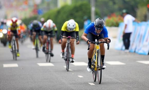 Tay đua trẻ Kim Cương bất ngờ vươn lên chiếm Áo vàng giải xe đạp nữ Biwase 2021  ảnh 4