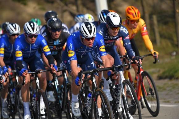 Nước rút của Sam Bennett ngày càng vô đối thắng giải xe đạp Classic Brugge-De Panne 2021 ảnh 2