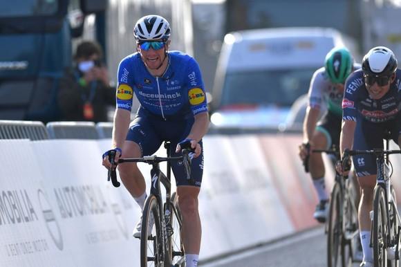 Nước rút của Sam Bennett ngày càng vô đối thắng giải xe đạp Classic Brugge-De Panne 2021 ảnh 1