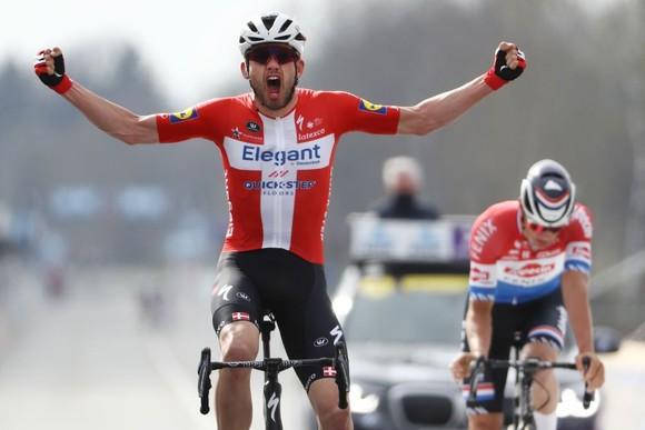"""Hai tay đua Fedorov và Vergaerde bị """"thẻ đỏ"""" ở Tour of Flanders ảnh 2"""